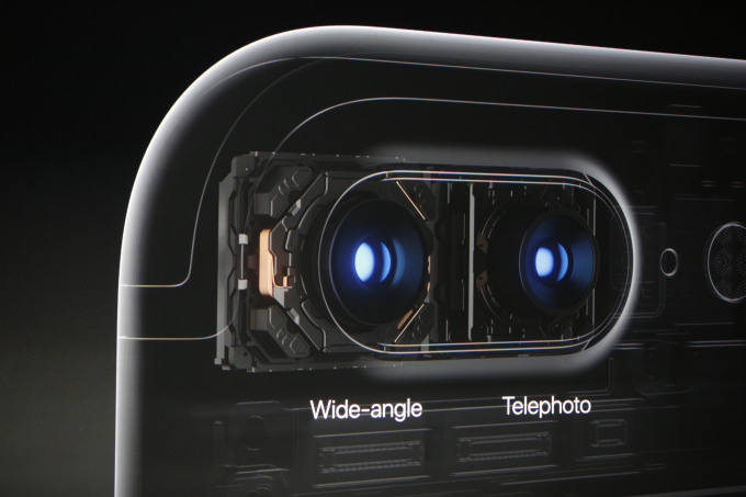 iPhone 8 Plus camera lens